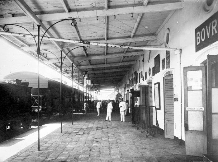 The platform of the first station of Nederlands-Indische Spoorweg Maatschappij (Dutch-Indies Railway Company) in Semarang.