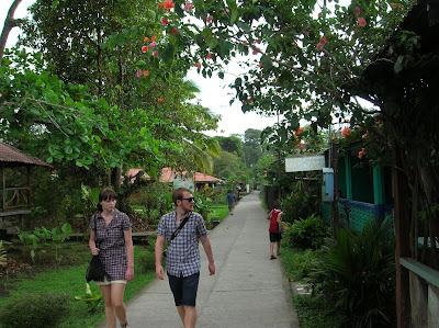 Pueblo de Tortuguero, Tortuguero,Costa Rica, vuelta al mundo, round the world, La vuelta al mundo de Asun y Ricardo, mundoporlibre.com