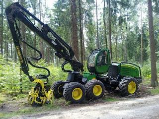 Seceratoare%2BForestiera John Deere 1270E 1 757741 Utilaje de recoltare busteni JOHN DEERE 1270E seceratoare forestiera 2009 344.000 Euro
