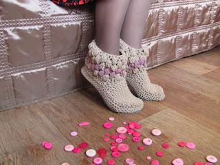 тапочки крючком,обувь ручной работы,обувь для дома,тапочки домашние,тапочки вязаные, подарок, купить тапки,домашние тапки,тапки в подарок, нежные тапочки, красивые тапочки, тапочки сапожки, домашняя обувь,тапочки, тапки домашние, сапожки для дома,сапожки ручной работы,сапожки вязаные,