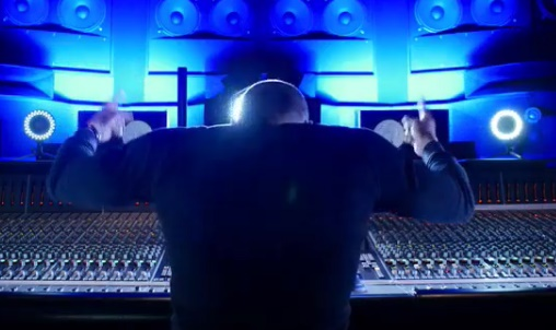Dr. Dre feat Marsha Ambrosius & Sly Piper – Naked