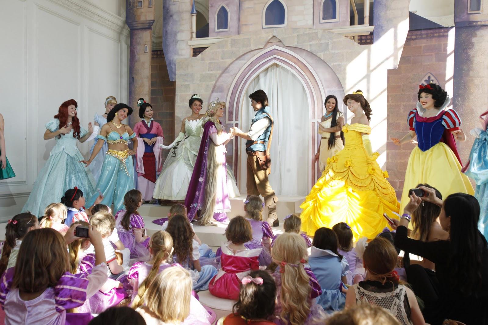 http://2.bp.blogspot.com/-FsJkvBzq4OY/Tsq5URMDEEI/AAAAAAAABGw/IeUj0WxyLjw/s1600/Disney+Princess+-+Kensington+Palace2.JPG