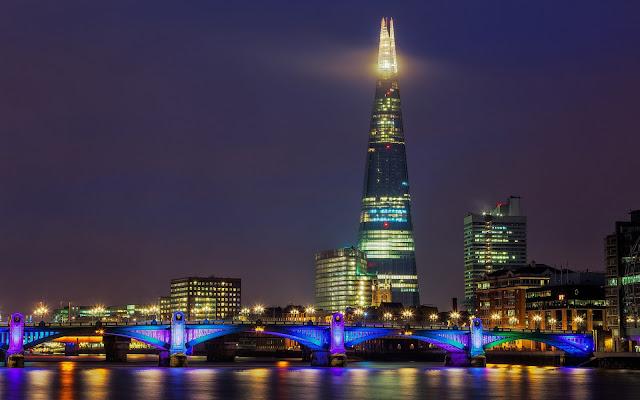 Imagenes del Puente Shard Bridge en la Ciudad Londres en la Noche