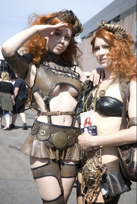 2 filles en steampunk court et sexy