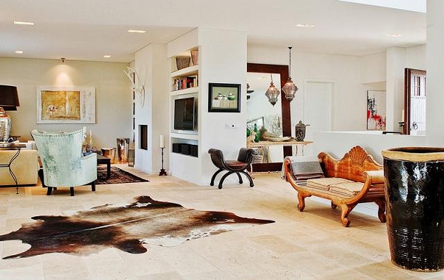 salon moderno con vintage y alfombra de piel