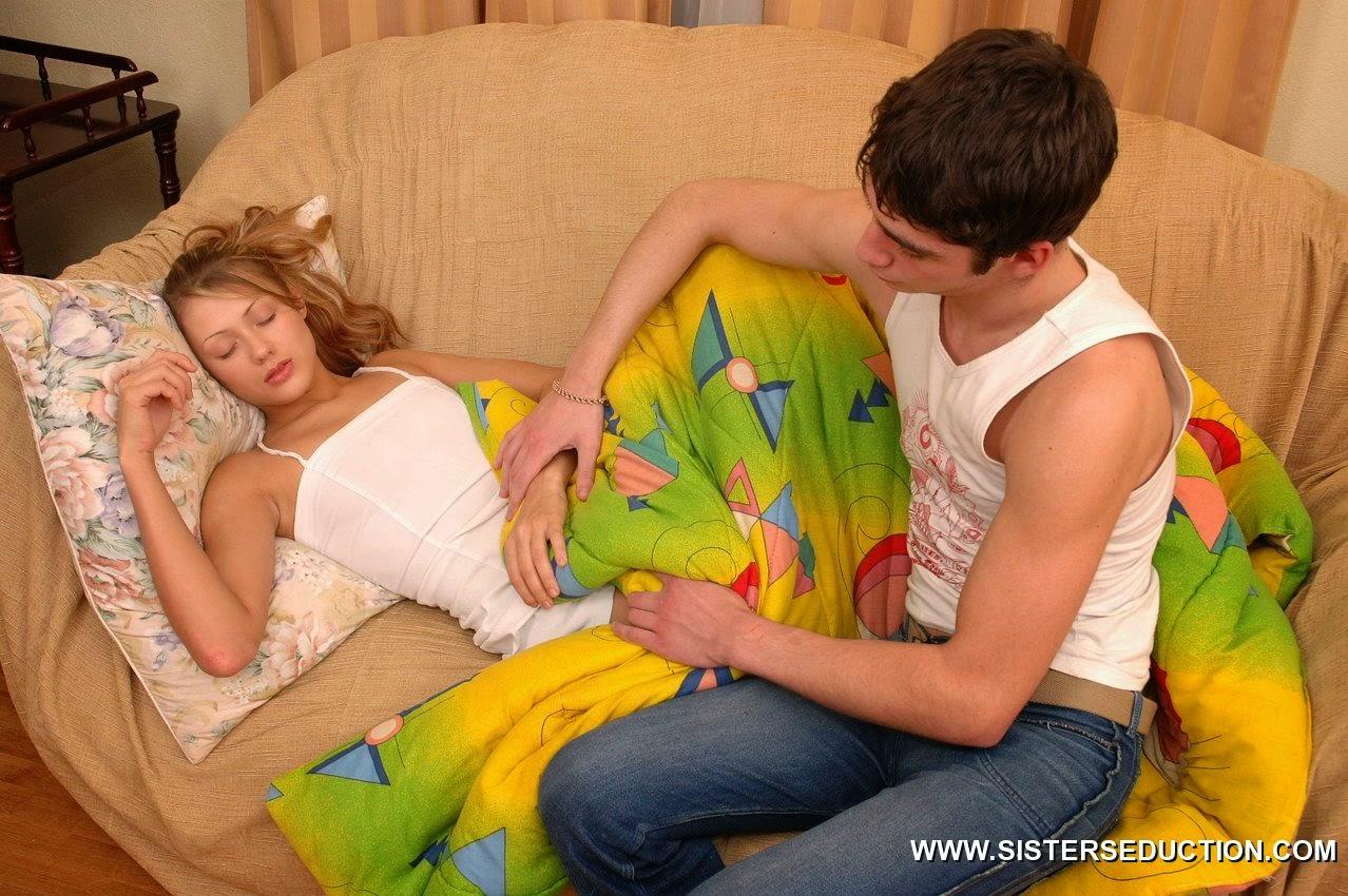 Смотреть бесплатно инцесть сестра собназнила брату 13 фотография
