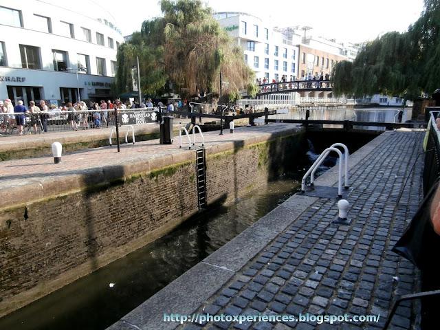Camden Lock in Regent's Canal. London. La esclusa de Camden en el Canal del Regente. Londres.