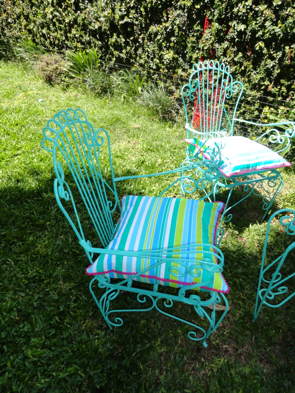 Decorando sillones de jardin almohadones hechos por for Almohadones para sillones jardin