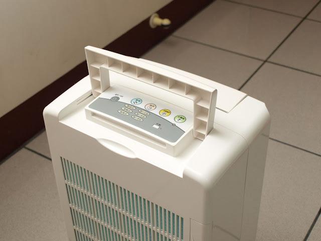 3M 除濕輪式空氣清淨除濕機 提把