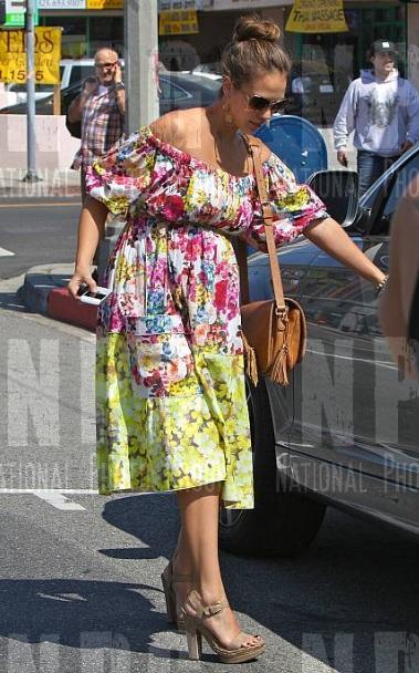jennifer aniston espadrilles. Jennifer Aniston#39;s Stuart