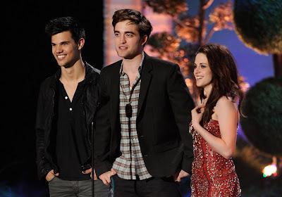 MTV Movie Awards 2011 - Página 3 PATTINSONLIFEMTVPT13%252B%25281%2529