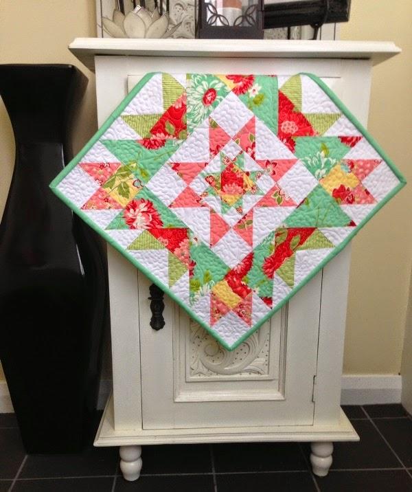 Mini Quilt Block Template Set : Threadbare Creations: Free Pattern- Star Cluster Mini Quilt