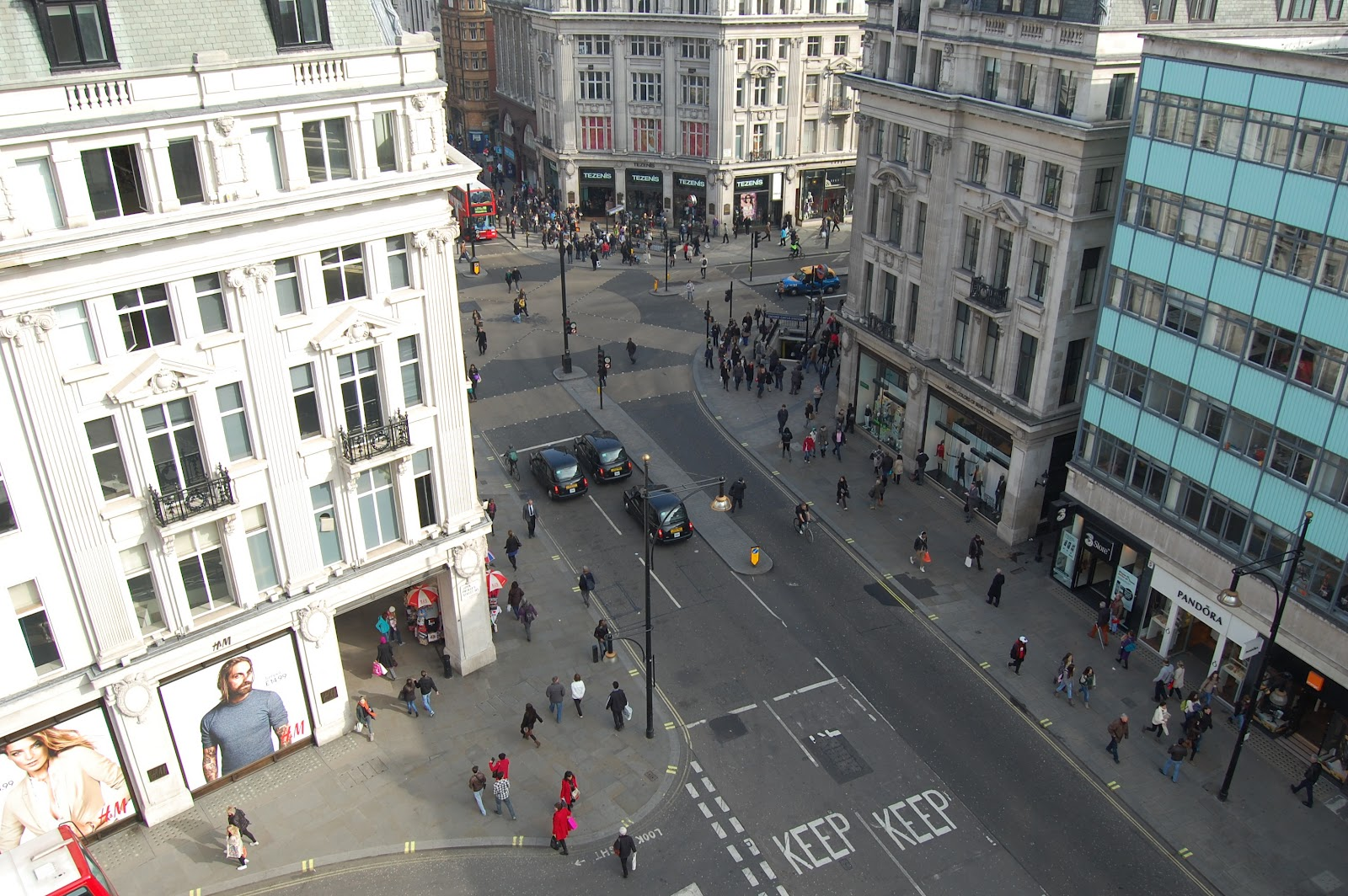 The most polluted street in the world is LONDON 's Oxford Fashion college london oxford street