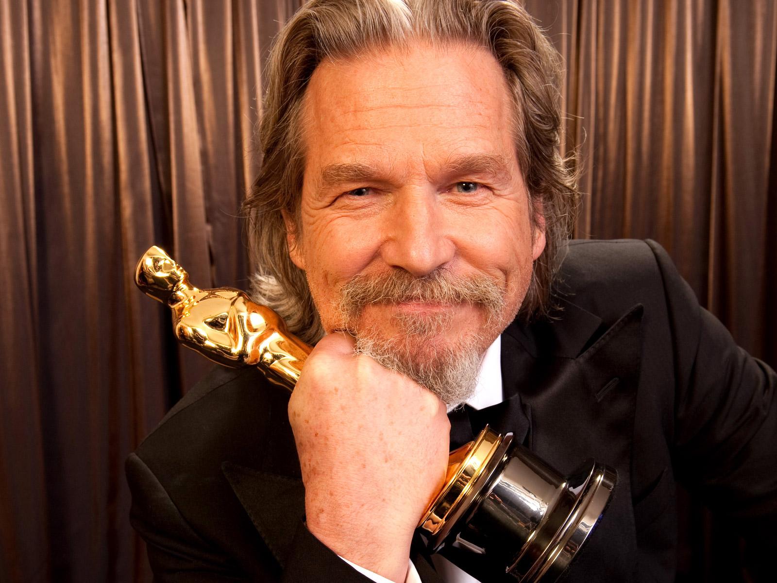 http://2.bp.blogspot.com/-Ftx8ZU8_eeQ/TzR_6DGvfsI/AAAAAAAAFOg/Ys0pX2lG_rU/s1600/Jeff_Bridges_With_Oscar.jpg