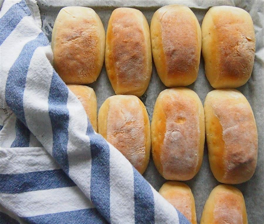 Laiskan leipurin vehnäsämpylät