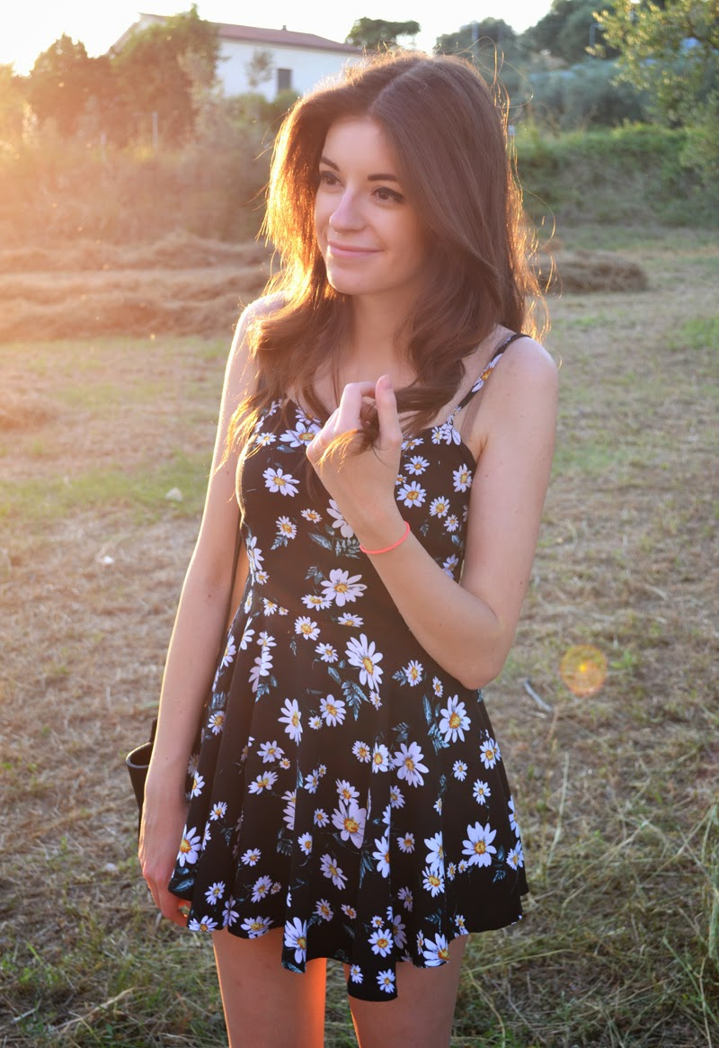 little floral dress, dress, fashion blogger, the annelicious, outfit