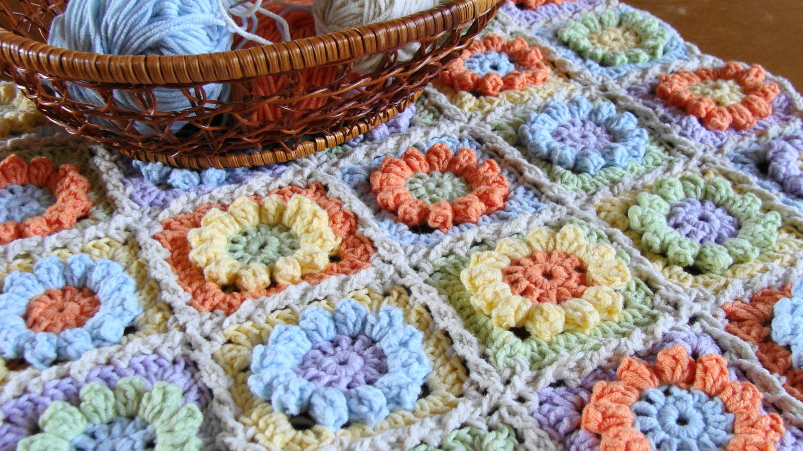 Knitted Granny Square Patterns : Knitting - Meeting: Granny Flower Square - free pattern