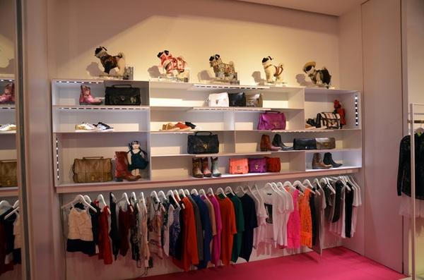 Como montar uma loja de roupa feminina Decoraç u00e3o de lojas de roupa feminina  Del Carmen by  -> Como Decorar Uma Loja Pequena De Roupas