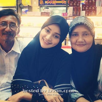 wawa+zainal1 Foto Comel Wawa Zainal Bertudung Bersama Keluarga