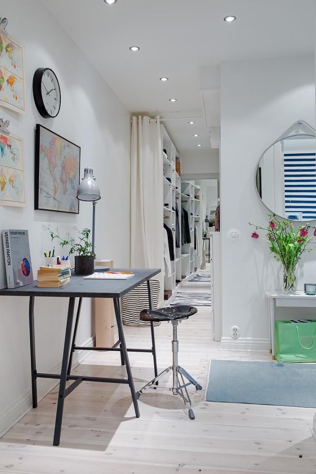 Vestidor en espacio pequeño y despacho en el recibidor
