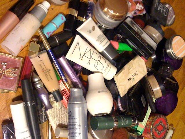 messy-makeup-drawer