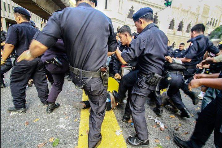 SEBELUM INI,Tindakan Sebahagian Anggota Keselamatan Malaysia Pada Tahun 2012