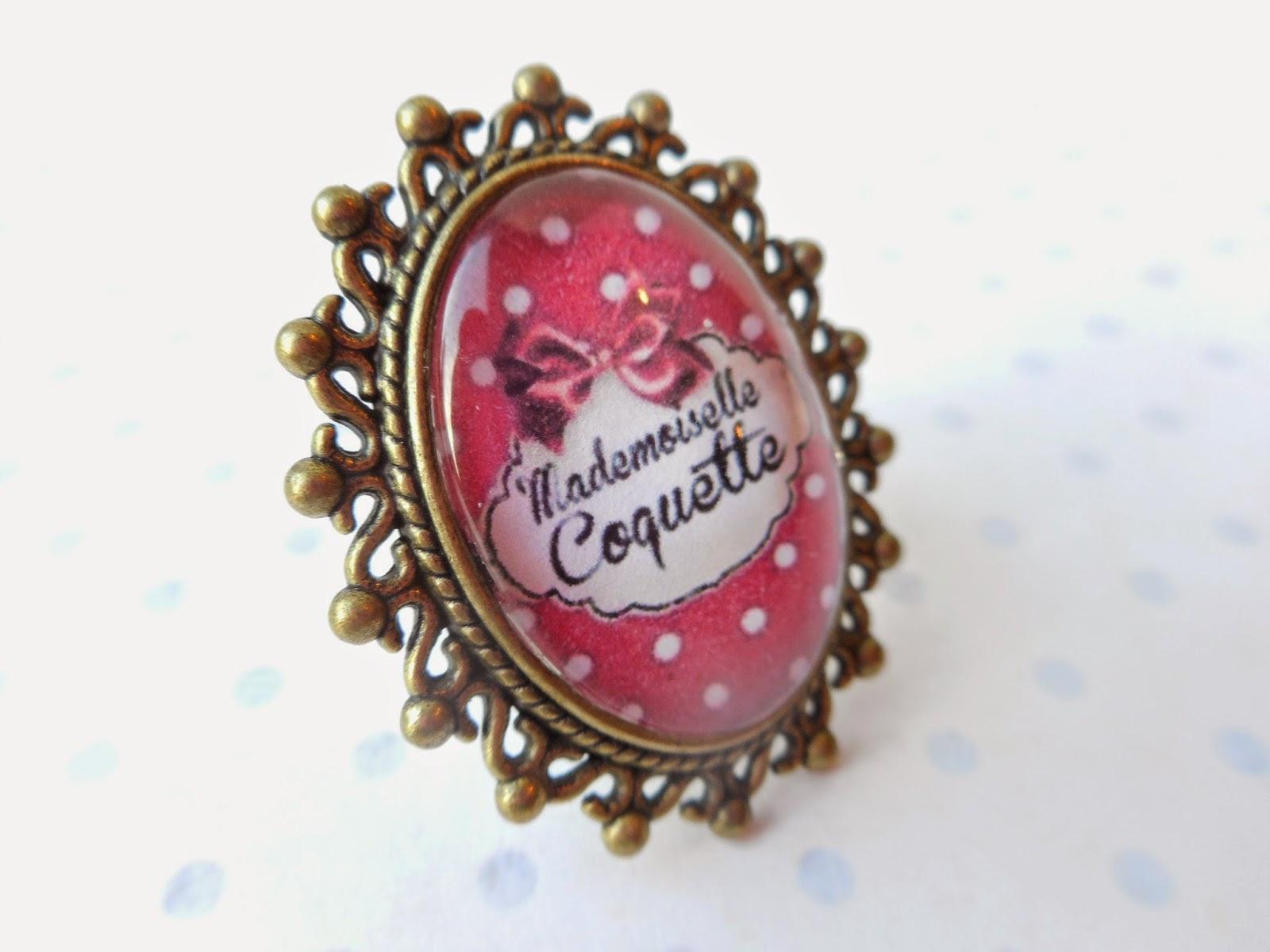 http://www.alittlemarket.com/bague/fr_bague_vintage_bronze_cabochon_verre_mademoiselle_coquette_les_pois_rouge_et_blanc_creation_miss_coopecoll_-11877841.html