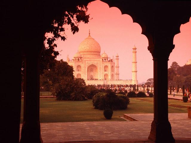 Taj Mahal Between Columns View HD Architecture Wallpaper