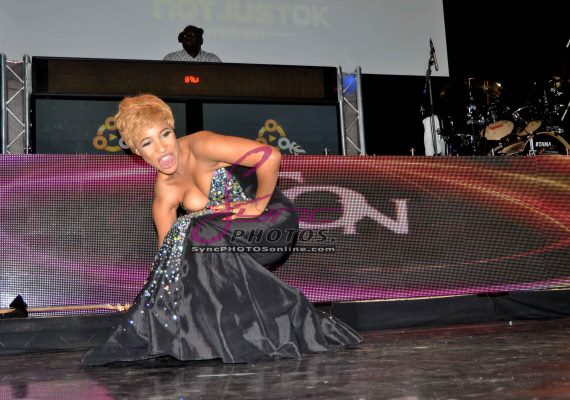 Tonto Dikeh falls on stage at Iyanya's concert last night