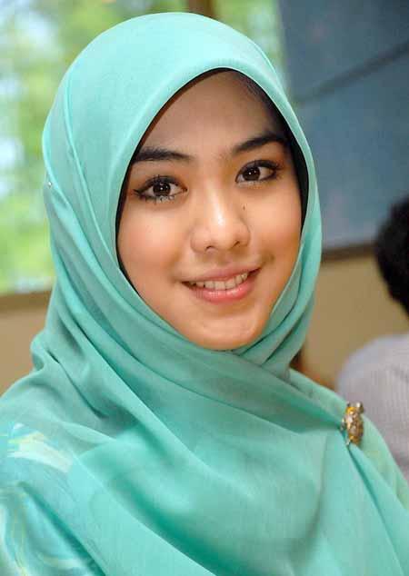 5 artis berjilbab tercantik indonesia warta