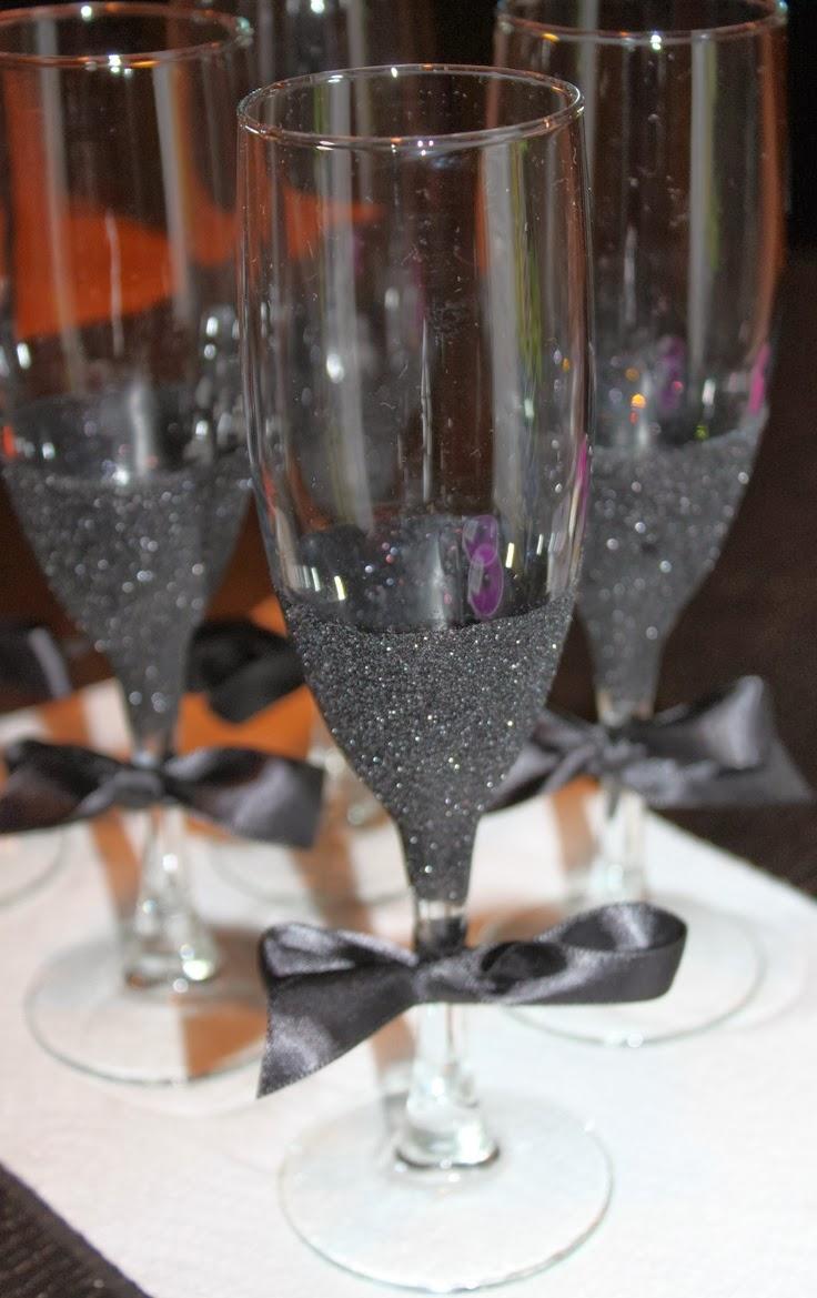 wdw wedding day weekly blogging for brides diy black glitter champagne glasses. Black Bedroom Furniture Sets. Home Design Ideas
