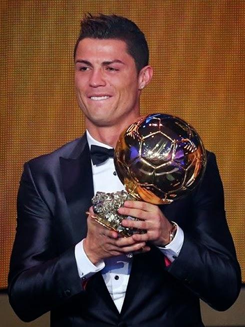 Cristiano Ronaldo gano el balón de oro y llora