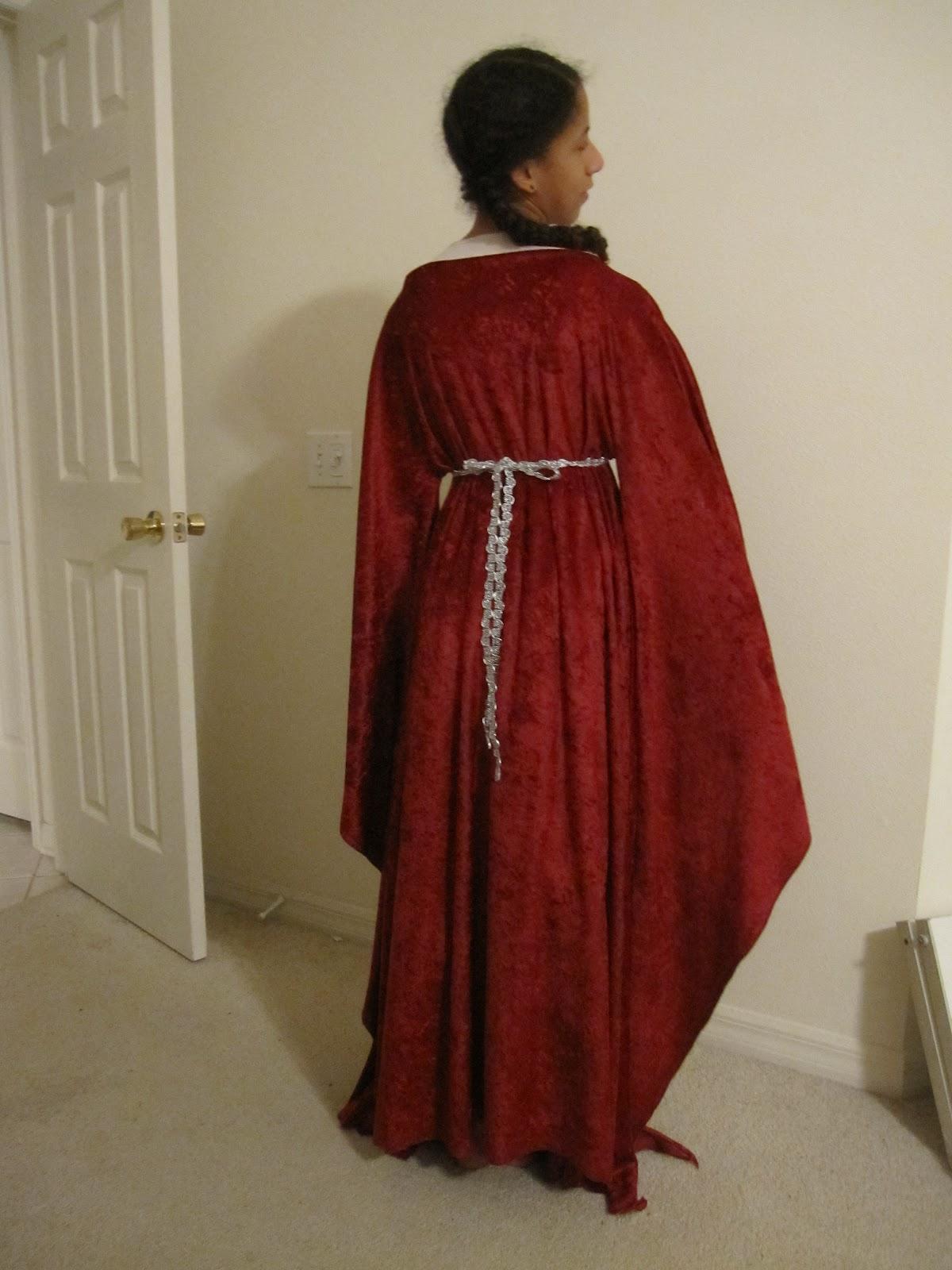 Barefoot Bladeweaver: Penny\'s Dabbles -- The Guinevere Dress