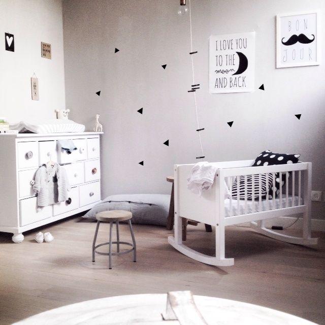 Girlystan une chambre d 39 enfant en noir et blanc for Chambre fille noir et blanc