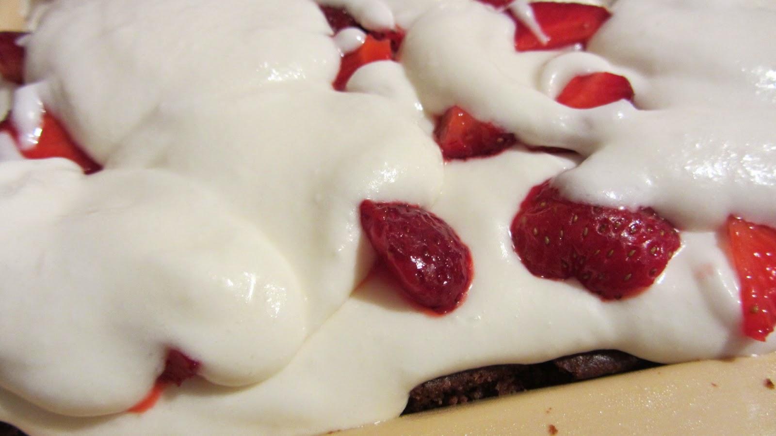 часть суфле на торт с клубникой