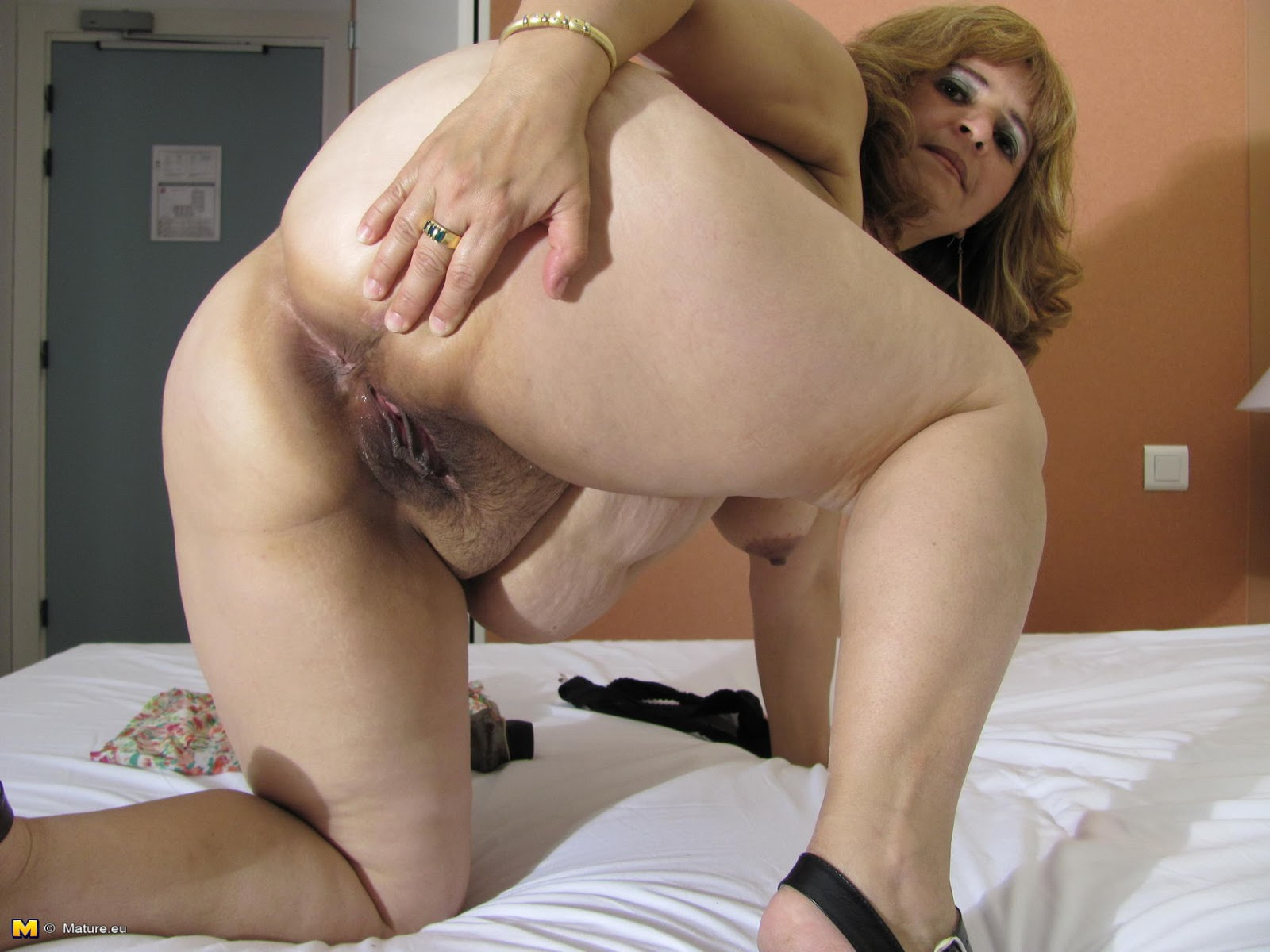 image Omageil hot old mature lady seductive solo play