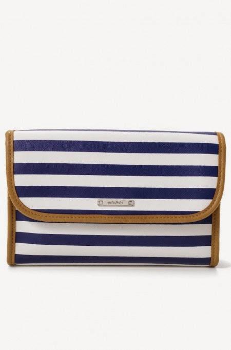 http://www.stelladot.com/shop/en_ca/p/accessories/travel-makeup-bags/hang-on?pattern=navystripe