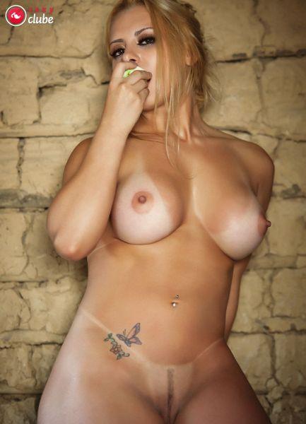 Juju Bonfim pelada em ensaio sensual na Sexy Clube
