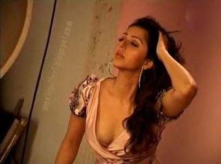 bhumika chawla showing cleavage in bikini hot sexy image gallery