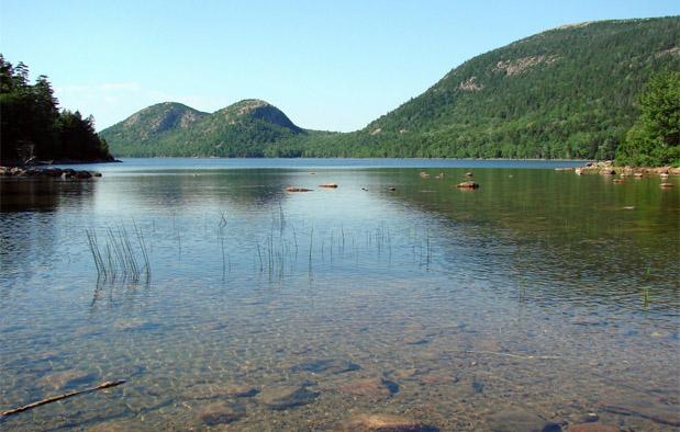 Danau adalah suatu badan air yang luas dan diam tak mengalir Ekosistem Danau, Ekosistem Air Tawar yang Lentik (Tak Mengalir)