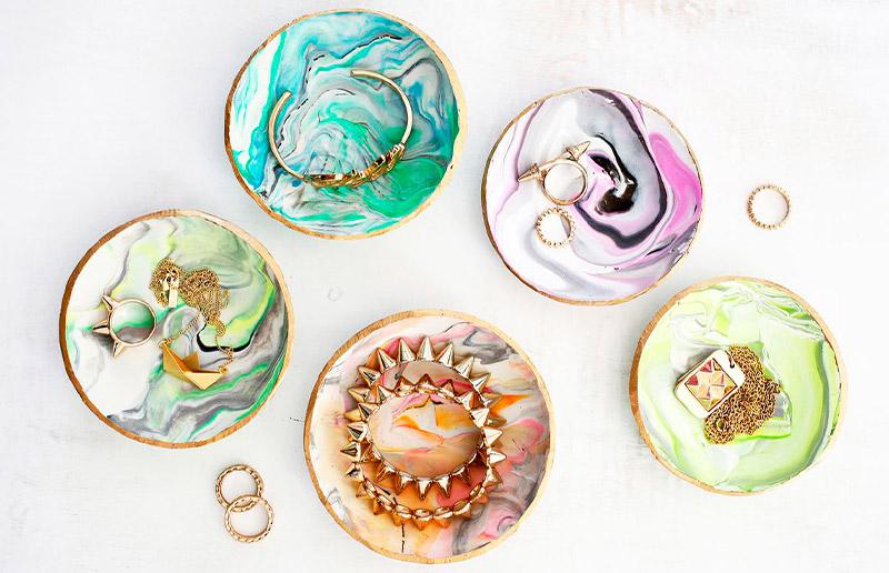 Porta-qualquer coisa com efeito marmorizado bem colorido!