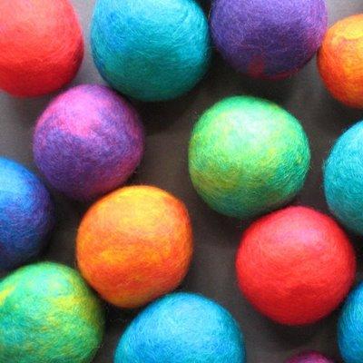http://2.bp.blogspot.com/-FwTdwKv2VdE/UiSfOSTb_yI/AAAAAAAAGfI/YwsAKzyguS4/s1600/felt+balls.jpg