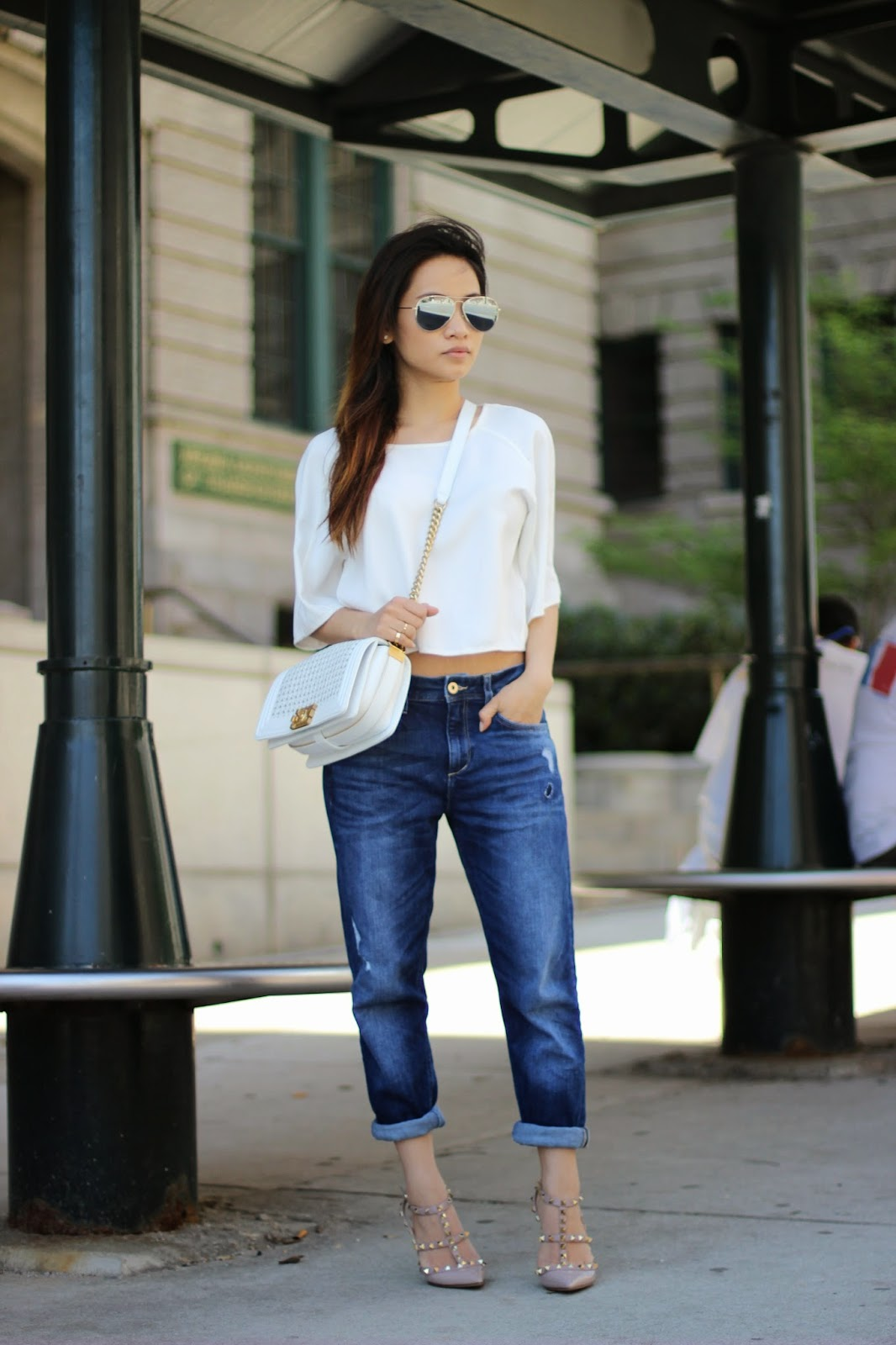 boyfriend jeans, valentino nude stud, white chanel boy bag, melba nguyen, fashion blogger
