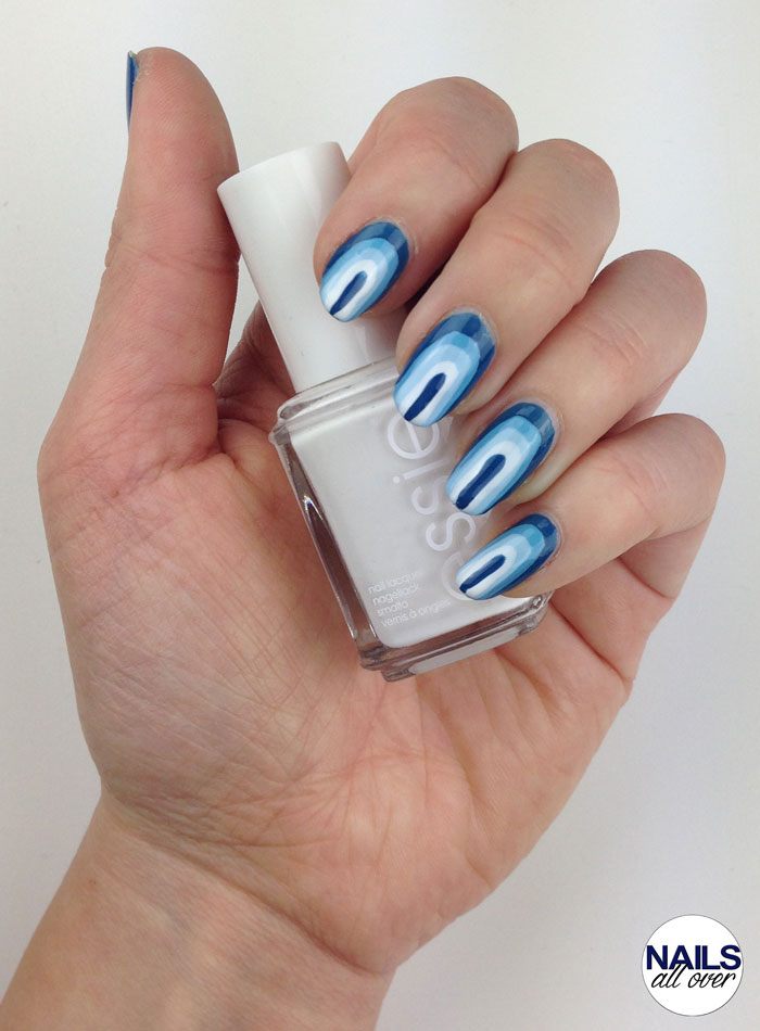 "Genutzt: Essence Studio Nails 24/7 Nail Base Essie ""Hide & Go Chic"" Maybelline Color Show ""Cool Blue"" P2 Color Victim Nail Polish ""Remember Me"" Essie ""Blanc"" Seche Vite Dry Fast Top Coat"