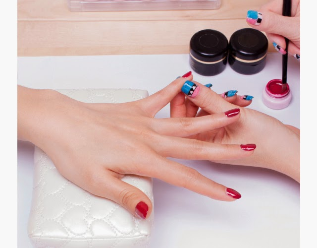 there has been a lot of talk about gel and shellac manicures or no
