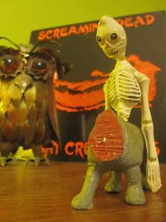 http://crazeegirlsound.blogspot.fr/2013/12/screaming-dead-night-creatures-1983.html