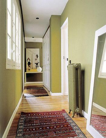 Como decorar la casa decorando las zonas de paso del hogar - Decorar paredes pasillo ...