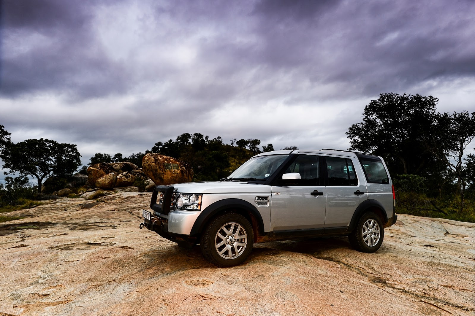 in4ride land rover discovery 4 xs released in sa. Black Bedroom Furniture Sets. Home Design Ideas