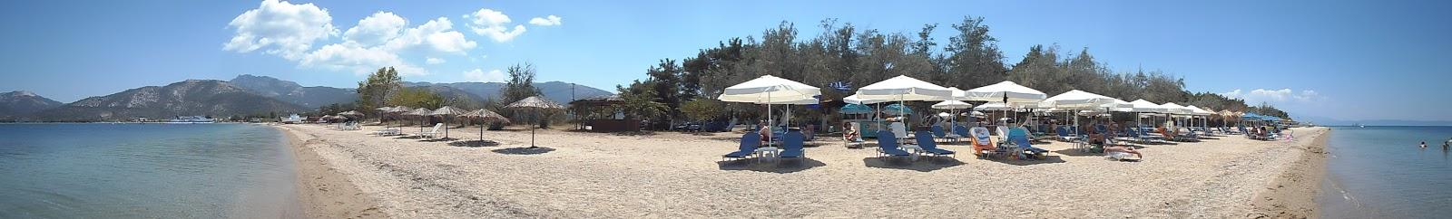 μια από τις πολλές όμορφες παραλίες της Θάσου
