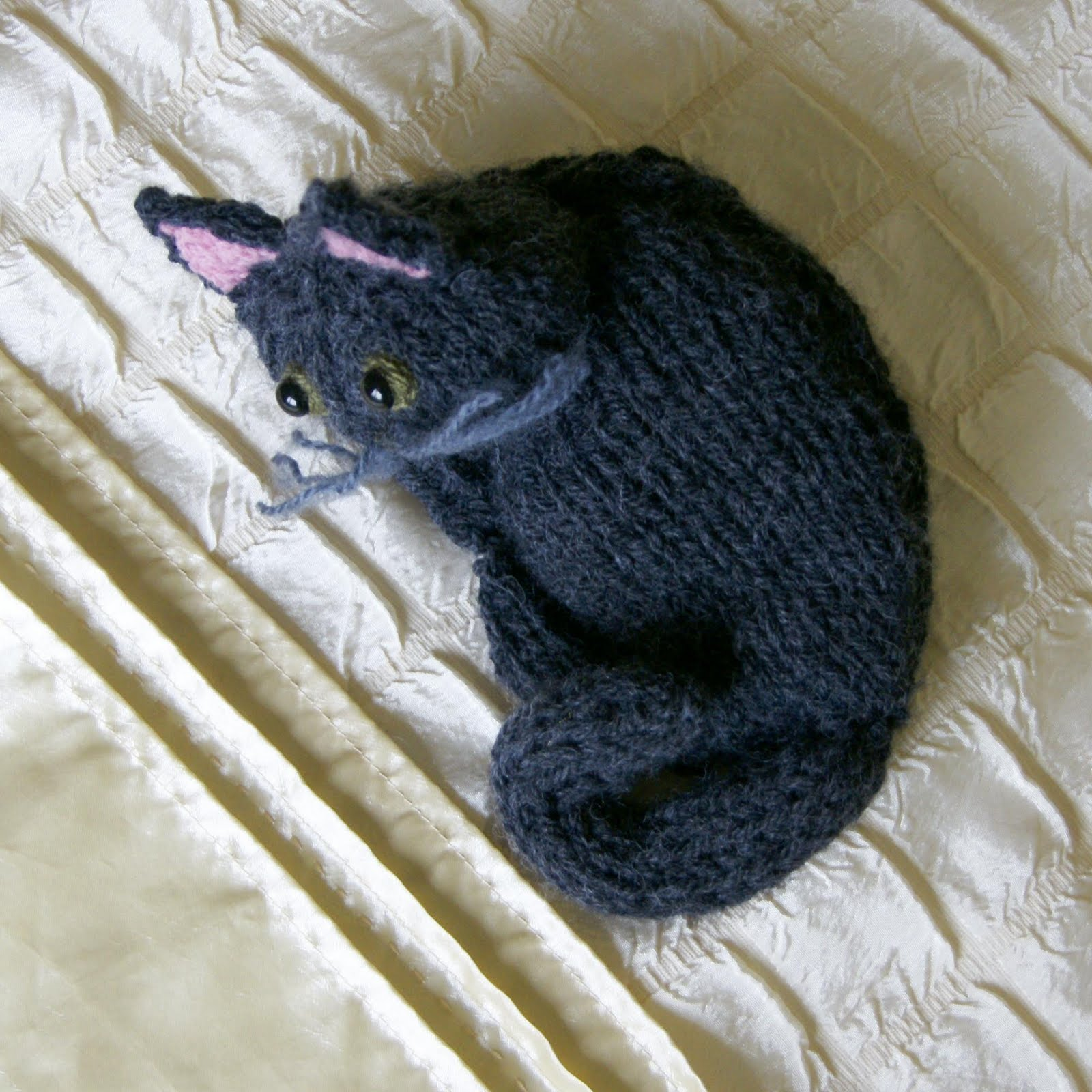 Knitted Cat Pattern : Free Knitting Kitty Cat Pattern